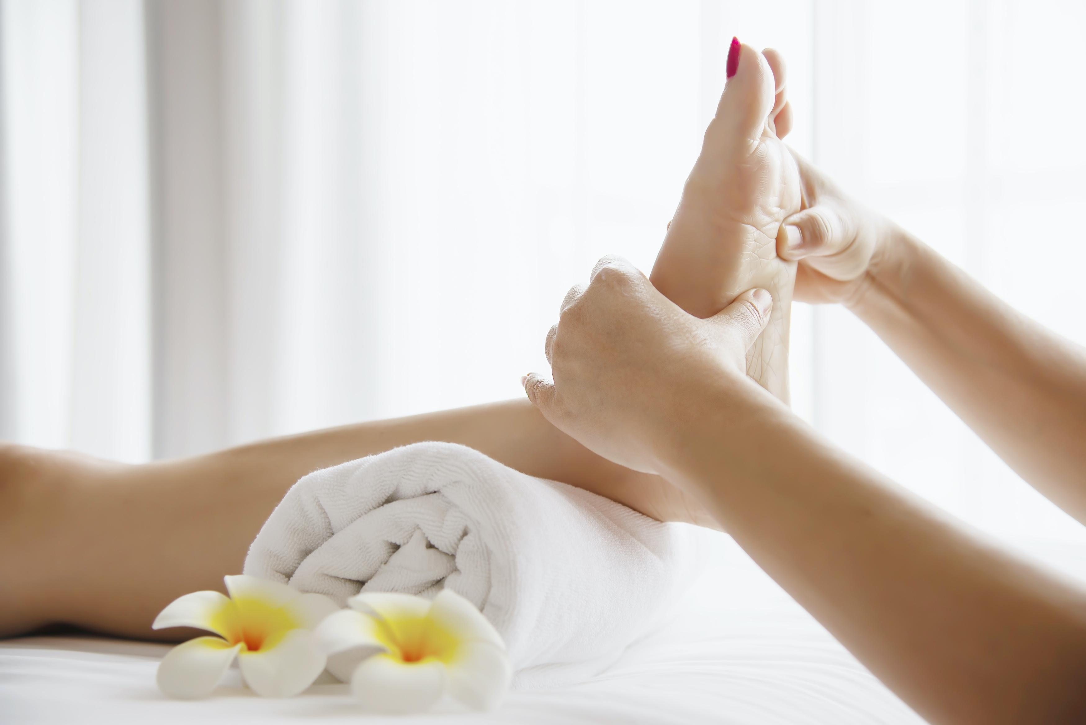 Praktiniai terapinio pėdų masažo kursai